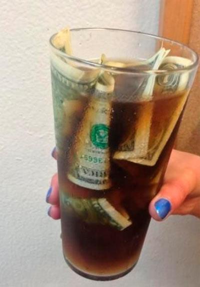 деньги-в-напитке