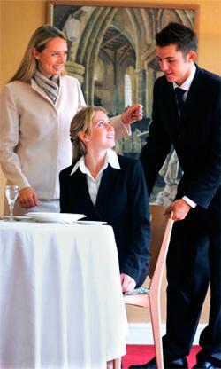 этикет-персонала-ресторана