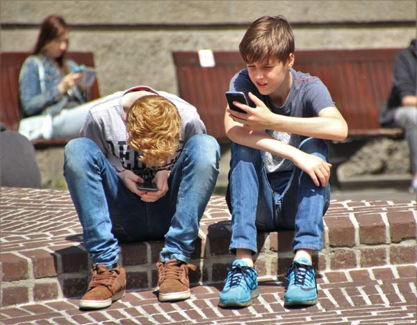 boys-cellphones