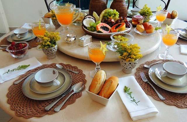 правила сервировки стола к завтраку